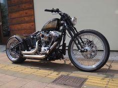 Sunshine Motorcycles #harleydavidsonroadkingclassic #motorcycleharleydavidsonchoppers #harleydavidsonchoppersoldschool #harleydavidsonstreetglidebaggers #harleydavidsonroadkinggirls #harleydavidsonbobbersblack Honda Bobber, Softail Bobber, Bobber Chopper, Harley Davidson Custom Bike, Motos Harley Davidson, Harley Davidson Street, Custom Harleys, Custom Motorcycles, Custom Bikes