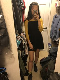 Long sleeve, Chelsea boots, overall dress outfit Lazy Outfits, Casual Fall Outfits, College Outfits, Outfits For Teens, Dress Outfits, Girl Outfits, Cute Outfits, Fashion Outfits, School Outfits