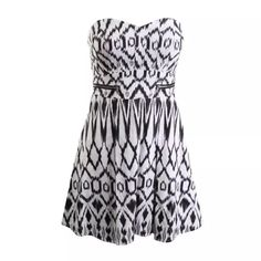 NWT⭐️GUESS  B/W Printed Strapless A-Line Dress Manufacturer: Guess Size: 4 Size Origin: US Manufacturer Color: Whb Wht/Black Retail: $138.00 Condition: New with tags Style Type: A-Line Collection: Guess Silhouette: A-Line Sleeve Length: Strapless Closure: Hidden Back Zipper Dress Length: Knee-Length Total Length: 30 Inches Bust Across: 18 1/2 Inches Waist Across: 13 Inches Material: 97% Cotton/3% Spandex Fabric Type: Cotton Specialty: Printed Guess Dresses