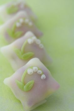 An early summer wagashi (Japanese traditional sweets) of 'lily of the valley' motif. The gradated dough & flowers are made of ういろう (uirō) a sweet rice jelly, with 白餡 (shiro-an) a white bean jam fillings.  ☆ぼかしを入れたういろう生地に、ういろうで出来たスズラン。中は白餡。