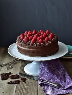 Pradobroty: Dort s kakaovo-mandlovým korpusem a čokoládovým kr. Baking Cupcakes, Cheesecake, Sweet Treats, Goodies, Strawberry, Food And Drink, Kids, Bebe, Kuchen