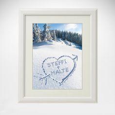 Was gibt es schöneres, als die ersten Spuren in unberührtem Schnee zu hinterlassen? Wenn man es zu zweit tut macht es natürlich noch viel mehr Spaß. Für alle, die auch dieser Meinung sind ist das Herz im Schnee als Geschenk ideal.