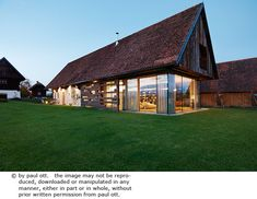 Haus P / Gangoly & Kristiner Architekten ZT GmbH - Paul Ott Pfotografiert Rustic Design, Rustic Style, Barn Parties, Rustic Chandelier, Modern Barn, Country Style Homes, Country Farmhouse, Traditional House, Interior And Exterior