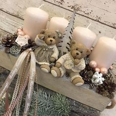 Wonderful Pictures Advent Wreath 2019 Style Lots of churches sponsor a good Advent-wreath-making function about the On the of your season. Christmas Advent Wreath, Christmas Gift Box, Noel Christmas, Country Christmas, Christmas Crafts, Christmas Centerpieces, Xmas Decorations, Advent Candles, Decoration Table