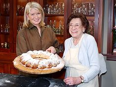 Martha Stewart with her late Mom, Martha Kostyra. I admire Martha Stewart & learned a lot from her, from cooking to gardening to housekeeping. Stollen Recipe Martha Stewart, Martha Stewart Cooking, Martha Stewart Home, Martha Stewart Recipes, Martha Stewart Crafts, Mary Berry Desserts, Smoked Salmon Chowder, P Allen Smith, Martha Stewart Christmas