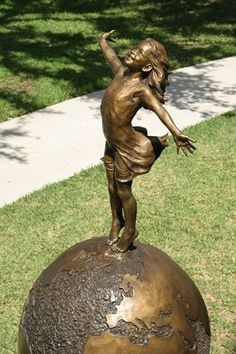 Angela Mia De la Vega breathes a realistic beauty into each of her lifelike bronze sculptures. For De la Vega, sculpting is an opportunity to capture Art Sculpture, Outdoor Sculpture, Metal Sculptures, Abstract Sculpture, Arts And Crafts House, Wassily Kandinsky, Image Hd, Art Plastique, Belle Photo