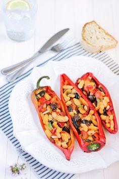Peperoni ripieni di cannellini, olive e capperi