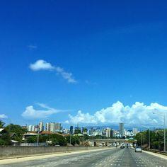 ハワイからおはよー! 今日も朝からいい気分でお仕事に行ってきまーす!朝から気分が良いと一日が楽しくなるね。人にも優しい気持ちになれる!ハッピーな一日を!