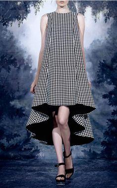 Asymmetrical Low Bootcut Lush Dress by A La Russe for Preorder on Moda Operandi Runway Fashion, Fashion Models, Spring Fashion, Womens Fashion, Fashion Trends, Moda Professor, Tent Dress, Estilo Fashion, Mode Inspiration