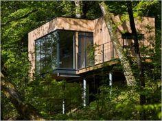 Des cabanes bois sur pilotis plongées dans la nature