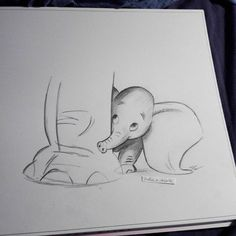 Terrific Absolutely Free dumbo drawing disney Style Lots of people start drawing because they're attracted by the appearance of their favorite charact Easy Pencil Drawings, Pencil Sketch Drawing, Cool Art Drawings, Doodle Drawings, Art Drawings Sketches, Disney Drawings, Animal Drawings, Drawing Ideas, Drawing Disney