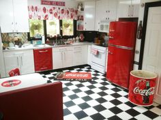 Home Decoration: Kitchen - Red, white and black, great combo!