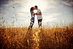 I love the engagement shots these guys did...