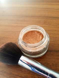 Free tinted homemade powder - cornstarch - cinnamon (or other spice: Make Beauty, Natural Beauty Tips, Organic Beauty, Homemade Primer, Green Makeup, Natural Cosmetics, Diy Makeup, Deodorant, Beauty Hacks