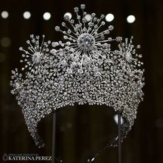 I discovered the Eternal Star #diamond #tiara by Kimberlite Diamond @kimberlitediamond at the #baselworld2017 fair. The design was inspired by the Milky Way and  reflects clusters of stars and eternal light, as well as showcasing 30-carat diamonds. #kimberlite #kimberlitediamond #kimberlitediamondonkaterinaperezcom #basel #baselworld #diamondjewellery #diamondtiara #stars #milkyway #finejewellery #highjewellery #hautejoaillerie #jewelleryart #artjewellery #katerinaperez #katerinaperezcom…