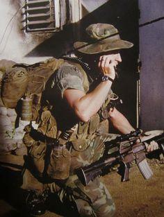 MACV-SOG fue un grupo de operaciones especiales multi-servicio altamente clasificado de Estados Unidos que llevó a cabo operaciones encubiertas de guerra no convencional antes y durante la Guerra de Vietnam. La unidad en principio fue formada por personal de las Special Forces (Boinas verdes), los Navy Seals, Fuerza Aérea de Estados Unidos y de la Agencia Central de Inteligencia (CIA) y elementos de las unidades de reconocimiento del Cuerpo de Marines.