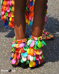 Fashion and Lifestyle Rainbow Fashion, Colorful Fashion, Diy Fashion, Fashion Show, Recycled Costumes, Afro Punk Fashion, Costume Carnaval, Halloween Karneval, Clover Flower