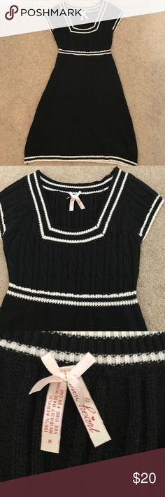 Black & White Preppy Knit Dress Super cute Knit dress, black and white. Simple but fun. This dress has been worn but minimal wear and tear. Dresses Mini