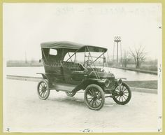 The Model T: The first Ford Model T rolled out of the factory on September 1908 and was considered at the time to be the first affordable mass production vehicle for the everyday family My Dream Car, Dream Cars, Vintage Cars, Antique Cars, Ford Lincoln Mercury, Henry Ford, Car Ford, Ford Models, Old Cars