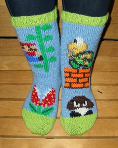 Crochet Socks, Knitting Socks, Diy Crochet, Crochet Super Mario, Knitting Projects, Knitting Patterns, Seamless Socks, Nerd Crafts, Wool Socks