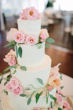 Beautiful Wedding Cake with Pink Roses | photography by http://www.justinebursoni.com