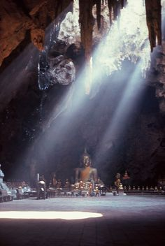 #Khao_Luang_Caves, #Phetchaburi ( #Phetburi ), #Thailand http://en.directrooms.com/hotels/subregion/1-1-598/