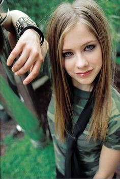 Xavier Popy shoot - - AvrilPix Gallery - The best image, picture and photo gallery about Avril Lavigne - AvrilSpain. Avril Lavigne Pictures, Princesa Punk, Avril Lavigne Style, Avril Levigne, Punk Princess, Beautiful Women, Beautiful People, Female Singers, Zooey Deschanel