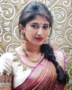 Roshni Prakash Photoshoot stills - South Indian Actress Indian Jewellery Design, Bead Jewellery, India Jewelry, Bridal Jewellery, Silver Jewellery, Fancy Jewellery, Temple Jewellery, Jewellery Designs, Diamond Jewelry