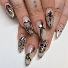 Check out our tips for applying top Halloween nail ideas in 2019 between pumpkin nails, candy corn nails, spider web nails, Halloween press on nails, & stickers Halloween Press On Nails, Halloween Nail Art, Scary Halloween, Halloween Ideas, Simple Nail Art Designs, Easy Nail Art, Nail Designs, Vampire Nails, Candy Corn Nails
