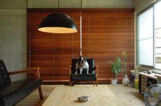 木の暖かみが良い雰囲気。(レッドシダー NC302) Casa Milano, Interior Architecture, Interior Design, Interior Ideas, Roller Blinds, Curtains With Blinds, House Rooms, My House, Home And Garden