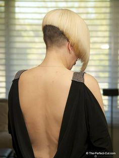 bleached blonde with dark nape Shaved Bob, Shaved Undercut, Shaved Hair Cuts, Undercut Bob, Shaved Nape, Short Hair Cuts, Short Hair Styles, Shaved Sides, Short Wedge Hairstyles