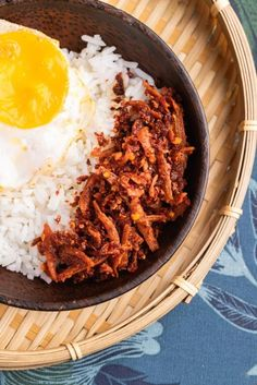 Feel the crunchy of Malaysia sambal bilis original recipe. Come in 2 flavour. Original and spicy Can eat with rice or bread. Halal Recipes, Original Recipe, Spicy, Curry, Bread, Canning, The Originals, Ethnic Recipes, Food