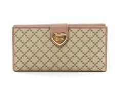 Ladies are never satisfied with one or two wallets. Anything attracts them and especially Gucci ladies wallet is one of the best preferred choices. The style, the flap top and the small size makes it more attractive. The ladies wallet is playfully mixed and come in classic, smooth fine leather.
