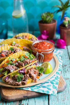 The perfect blend of crunch, umami, and freshness in one tasty taco. Pile in all your fav Mexican ingredients and tuck in! Great for party food. Crunchy Taco Recipe, Mexican Tacos, Mexican Food Recipes, Ethnic Recipes, Tasty, Yummy Food, Skirt Steak, Stuffed Peppers, Magazine