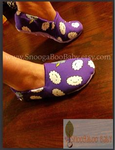 Download this FREE PDF sewing pattern from the Stitch Upon a Time Facebook Group Files. And make these quick and cozy slippers for everyone you know. They're sweet and cozy made with your choice of fabrics. Stitch Upon A Time, Pdf Sewing Patterns, Sewing Clothes, Free Pattern, Sewing Projects, Fabrics, Slippers, Cozy, Tutorials