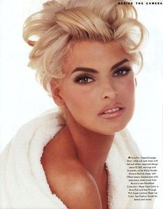 Linda Evangelista, blond.