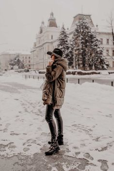Das sind meine 3 Must-haves für warme Winter Outfits - Who is Mocca? Biker Boots Outfit, Black Biker Boots, Black Leather Pants, Parka Outfit, Casual Chic Outfits, Winter Trends, Fashion Weeks, Trends 2018, Trendy Fashion