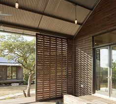 This Lake Flato Porch House is designed by Lake Flato Architects. The home consists of modular structures that can be arranged together or separately. There are living units, porch units, and sleep… Outdoor Rooms, Outdoor Living, Outdoor Curtains, Outdoor Photos, Indoor Outdoor, Timber Sliding Doors, Sliding Wall, Timber Screens, Barn Doors