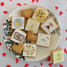 Gift this to your beloved ones on this valentines day 😍💓💓 #amazeologyindia #amazeology #amazing #love #valentines #valentinesday #cookies #custommade #custommadecookies #indialove #withlove #love #food #gifting #personalized #printed #tasty #instapic