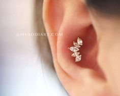 Product Information Product Type: Straight Barbell in 316L Surgical Stainless Steel Gauge Size: 16 Gauge (1.2mm) Wearable Barbell Length: 6mm Cartilage tragus Conch Helix earring stud crystal  #JewelryEarrings