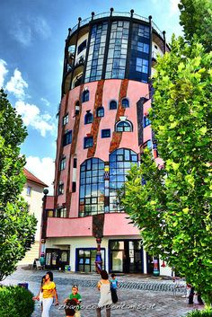 Unusual Buildings, Amazing Buildings, Friedensreich Hundertwasser, Crazy Houses, Strange Places, Mosaic Art, Art And Architecture, Travel Around The World, House Colors