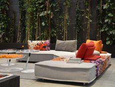 escapade roche bobois – RechercheGoogle Roche Bobois Sofa, Sofa Design, Furniture Design, Diy Sofa, Outdoor Furniture Sets, Outdoor Decor, Take A Seat, Bookcase, House Design