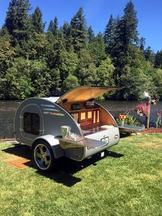 What to look for in a teardrop camper. Pros, cons and features of a small, lightweight travel trailer. Examples of the coolest teardrop trailers for sale. Teardrop Trailer For Sale, Teardrop Trailer Interior, Building A Teardrop Trailer, Teardrop Caravan, Teardrop Campers, Micro Campers, Airstream Interior, Vintage Airstream, Vintage Campers