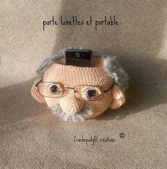 Art Au Crochet, Cute Crochet, Crochet Dolls, Knit Crochet, Old Man Glasses, Knitting Projects, Crochet Projects, Crochet Mignon, Eyeglass Holder