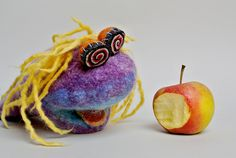 Motto: An apple a day… © filzreich. Motto, Apple, Day, Desserts, Food, Hand Puppets, Sheep, Felting, Meal