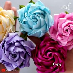 Fabric Roses Diy, Easy Fabric Flowers, Diy Lace Ribbon Flowers, Ribbon Flower Tutorial, Ribbon Embroidery Tutorial, Material Flowers, Paper Flowers Diy, Handmade Flowers, Flower Embroidery Designs