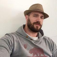 Men With Stubble, Beard Love, Man Beard, Husband Best Friend, Sexy Men, Hot Men, Sexy Guys, Muscle Bear, Beard No Mustache