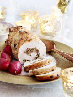 Gevulde kalkoenrollade met kastanjes en pistaches - Libelle Lekker Chicken Recepies, Baked Potato, Camembert Cheese, Sausage, Pork, Food And Drink, Dishes, Meat, Ethnic Recipes