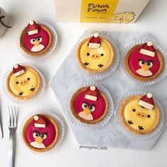 Christmas strawberry angry birds tarts & Kiiroitori cheese tarts by Margaret TatTa ( Cute Food Art, Kawaii Bento, Food Humor, Funny Food, Baking Secrets, Egg Tart, Cheese Tarts, Mini Tart, Ice Cream Candy