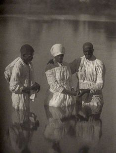 Doris Ulmann (American, (Former slaves and their descendants on a plantation in the Gullah coastal region of South Carolina) Early Southern Gothic, Southern Belle, Black History Facts, Strange History, Black Church, African American History, British History, African Diaspora, My Black Is Beautiful